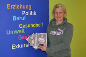 Frau Stückerjürgen präsentiert das neue Magazin