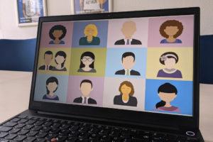 Videokonferenz auf einem Laptop